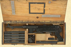 Wooden Transportation Box with MP40 and accessoiries (open)