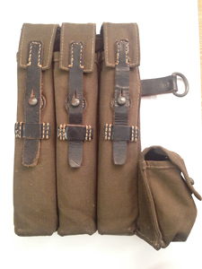 clg 43 (Ernst Melzig Lederwaren) left pouch in olive green