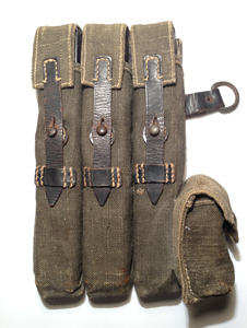 Left MP40 pouch in blue by Otto Koberstsin 1943. Price €550,-