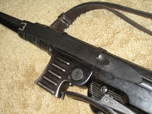 Reproduction safety strap on rare MP40 (2)