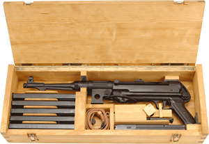Reproduction MP40 transportation box (open)